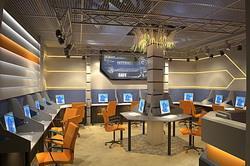 Интерьер компьютерного клуба в современном стиле