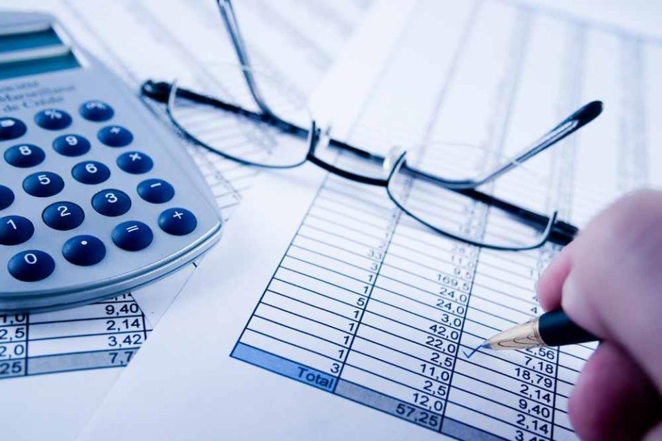 При сравнительном подходе стоимость оцениваемого бизнеса сравнивают с ценой на аналогичные компании