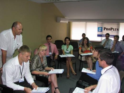 Бизнес-тренер по продажам Игорь Вагин проводит бизнес-тренинг продажи