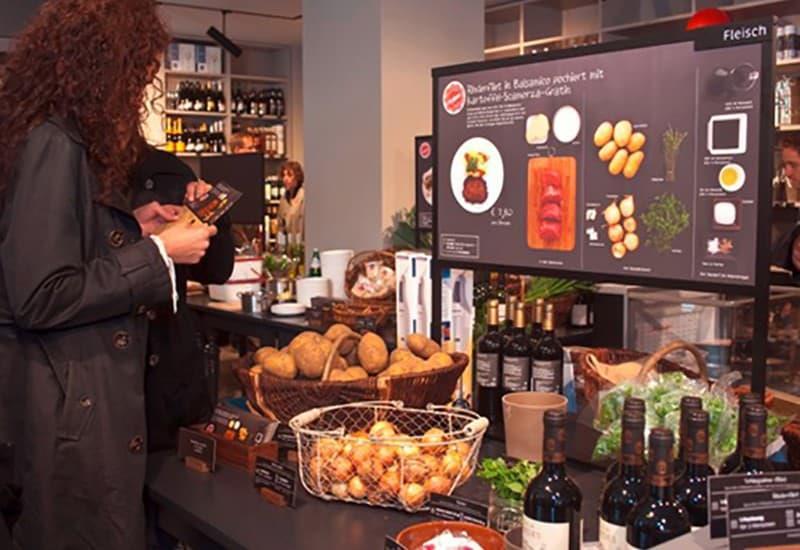 Фото 2. На каждом столе присутствуют все необходимые ингредиенты, вплоть до специй. Источник: mindspace.ru