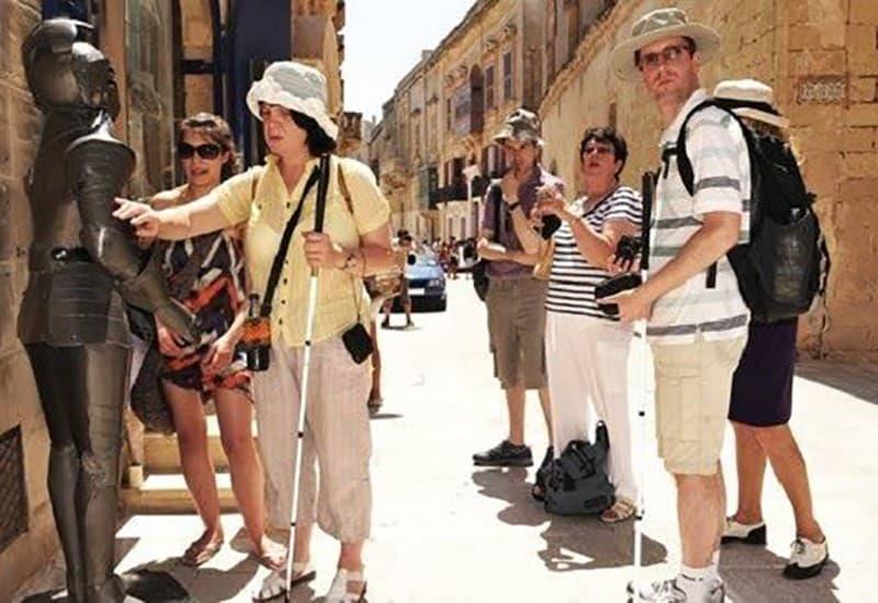 Фото 8. Такие туры помогают слепым людям жить полной жизнью. Источник: bisnesideya.ru