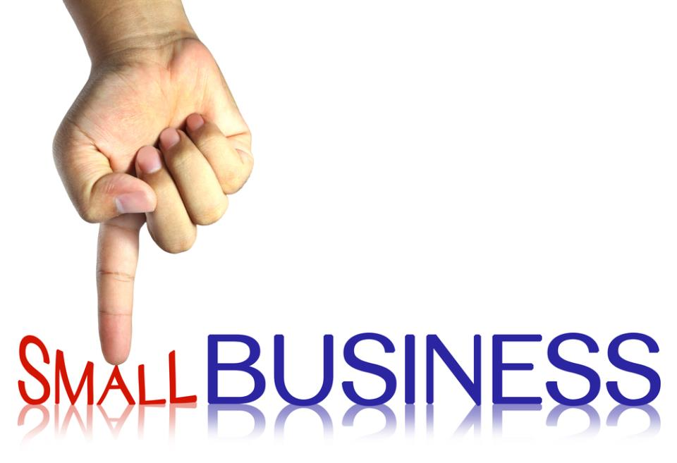"""надпись """"малый бизнес"""" приплюснутая пальцем"""