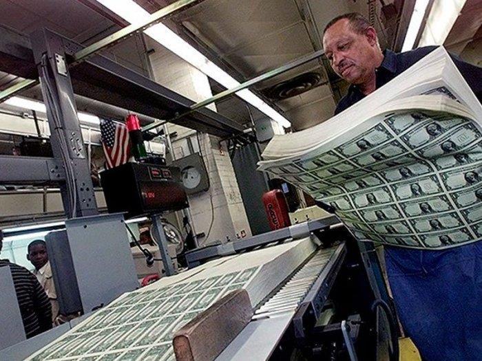 Самый прибыльный бизнес в мире - эмиссия денег
