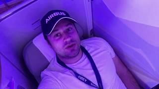видео Чем отличается бизнес-класс от эконом-класса в самолете