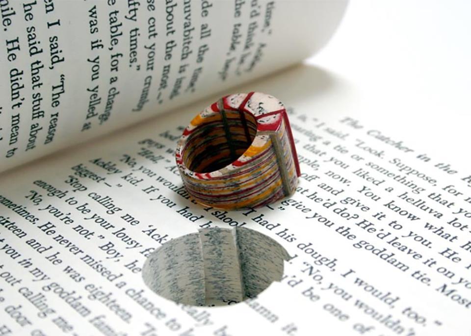 Ювелирные украшения из старых книг