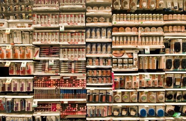 Выгодно ли торговать косметикой и парфюмерией?