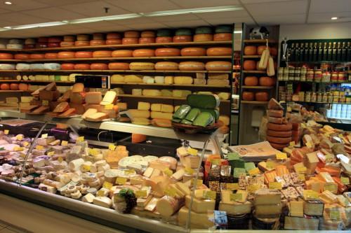 пример растановки стелажей в сырном отделе