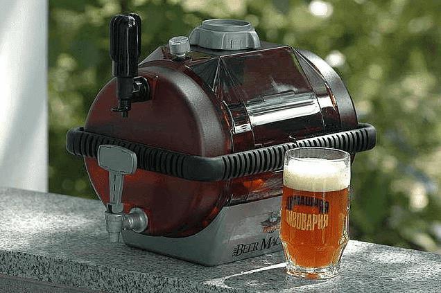 На фото: Мини-пивоварня для варки пива в домашних условиях