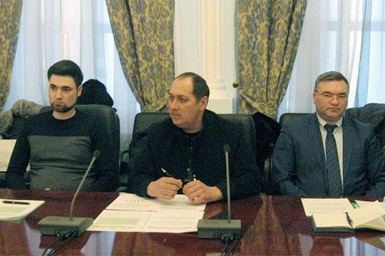 Интересную и непростую тему взаимодействия с органами власти поднял на совете первый вице-президент ассоциации Роберт Закиров (на фото в центре)