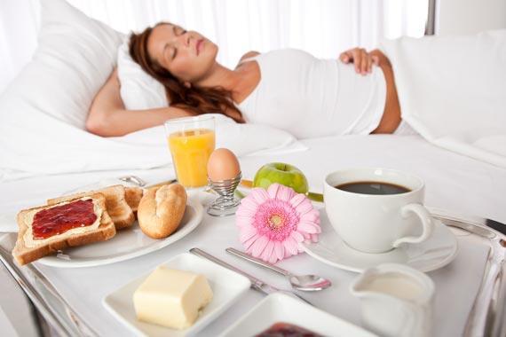 breakfast-in-hotel-room