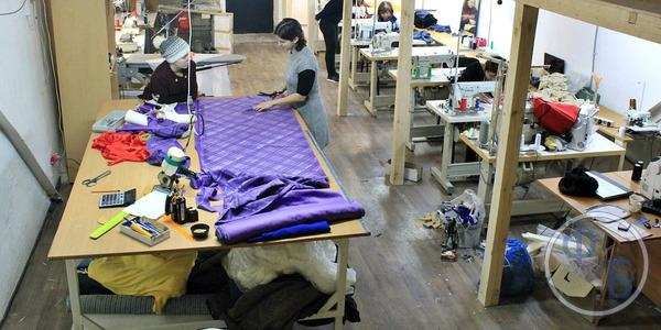 Устройство швейного производства в гараже