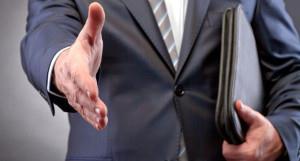 Предприниматель тянет руку