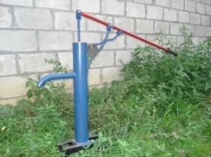 Изображение скважины с водой в деревне