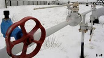 Кран на газопроводе в снегу