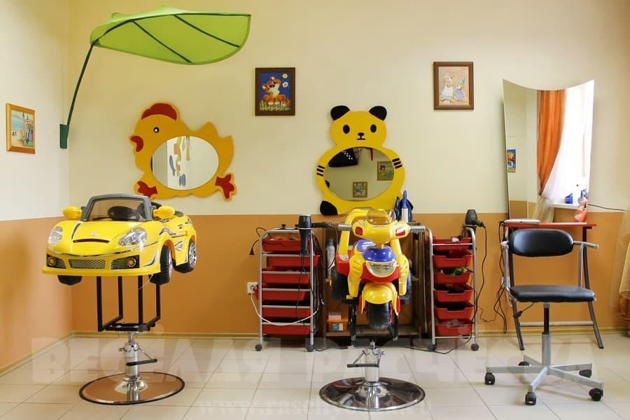 В парикмахерской можно чудесно провести время с детьми