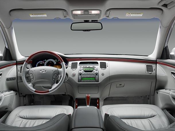Hyundai Grandeur saloon