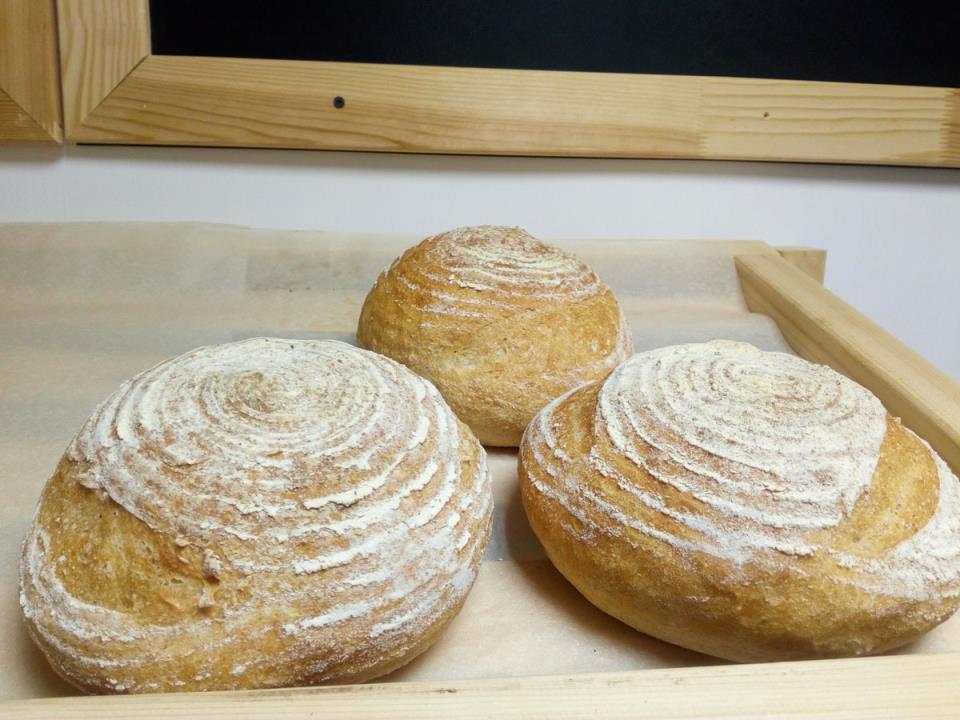 Сейчас Николай и Магомед пекут хлеб для продажи самостоятельно