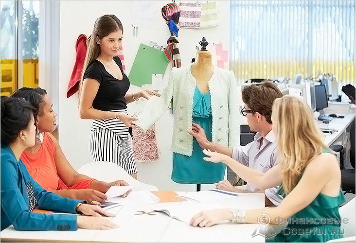 Дом моды выпускает одежду для дорогих магазинов
