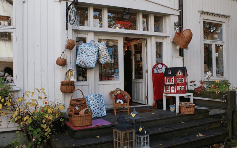 Рисунок 6. Оформление входа в магазин «Сделай сам». Источник: сайт Wikimedia Commons