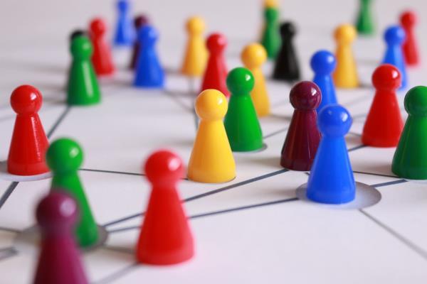 Третий признак команды — наличие в команде участников с разным функционалом, дополняющих друг друга.