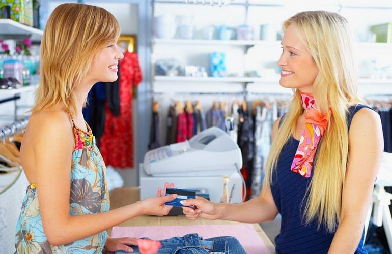 Персонал магазина одежды