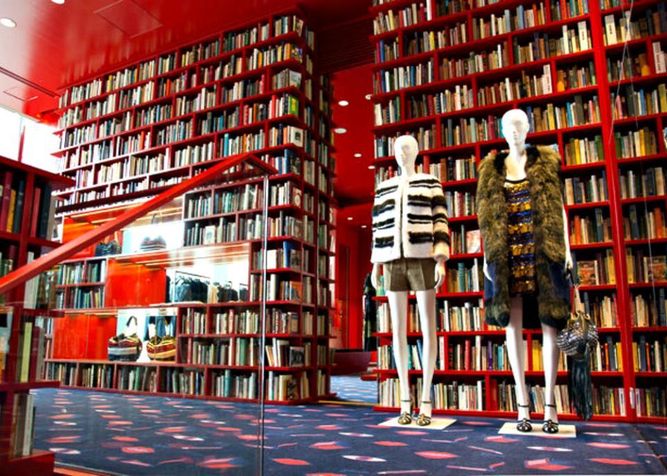 Книжный магазин одежды