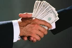Фото денег в руках
