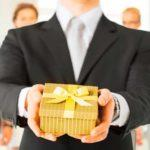 Что подарить руководителю на день рождения. Идеи подарков женщине и мужчине
